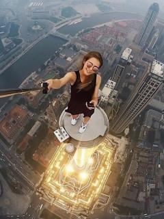 非专业人士请勿模仿 高空极限自拍照图集