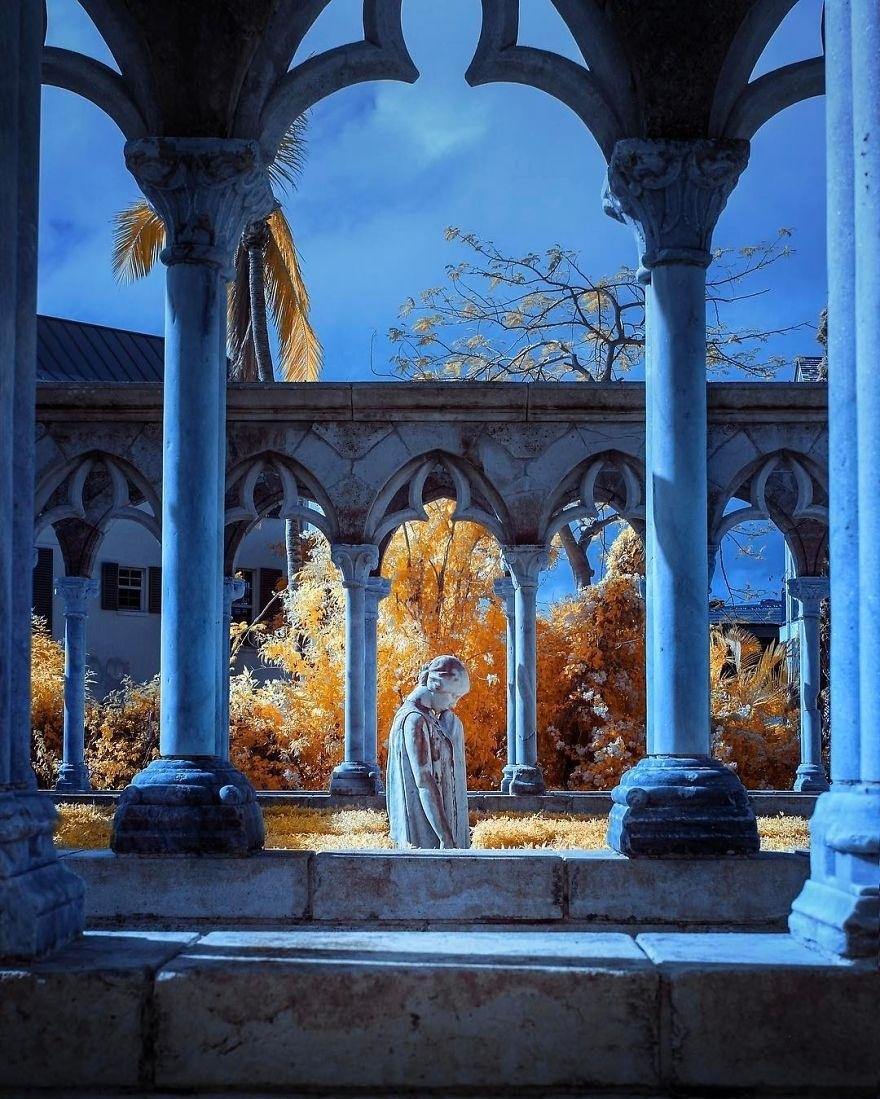 改装红外相机 摄影师拍摄梦幻的超现实风光